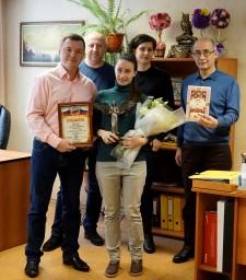 21 ноября 2018 года. Коллектив коллегии поздравил Элаину Изергину (в центре) с Днем бухгалтера