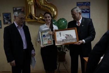 22 февраля 2018 года. Собрание по случаю 15 летия образования коллегии. Награждается главный бухгалтер Элаина Изергина