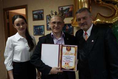 22 февраля 2018 года. Члены коллегии наградили председателя коллегии Игоря Копытова грамотой