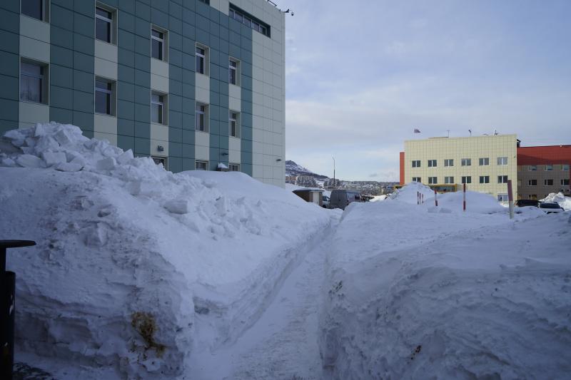 У Петропавловск-Камчатского городского суда. Проход между зданиями